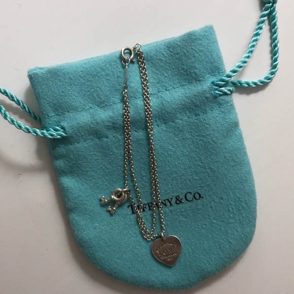 9e57c6a2f270 Tiffany   Co. Love Heart Tag Key Bracelet. M 5b850ebf42aa76b0d9c32e7f